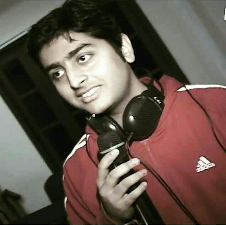 Arijit Singh Rare Unseen, Family, Personal Photos | Picture 10