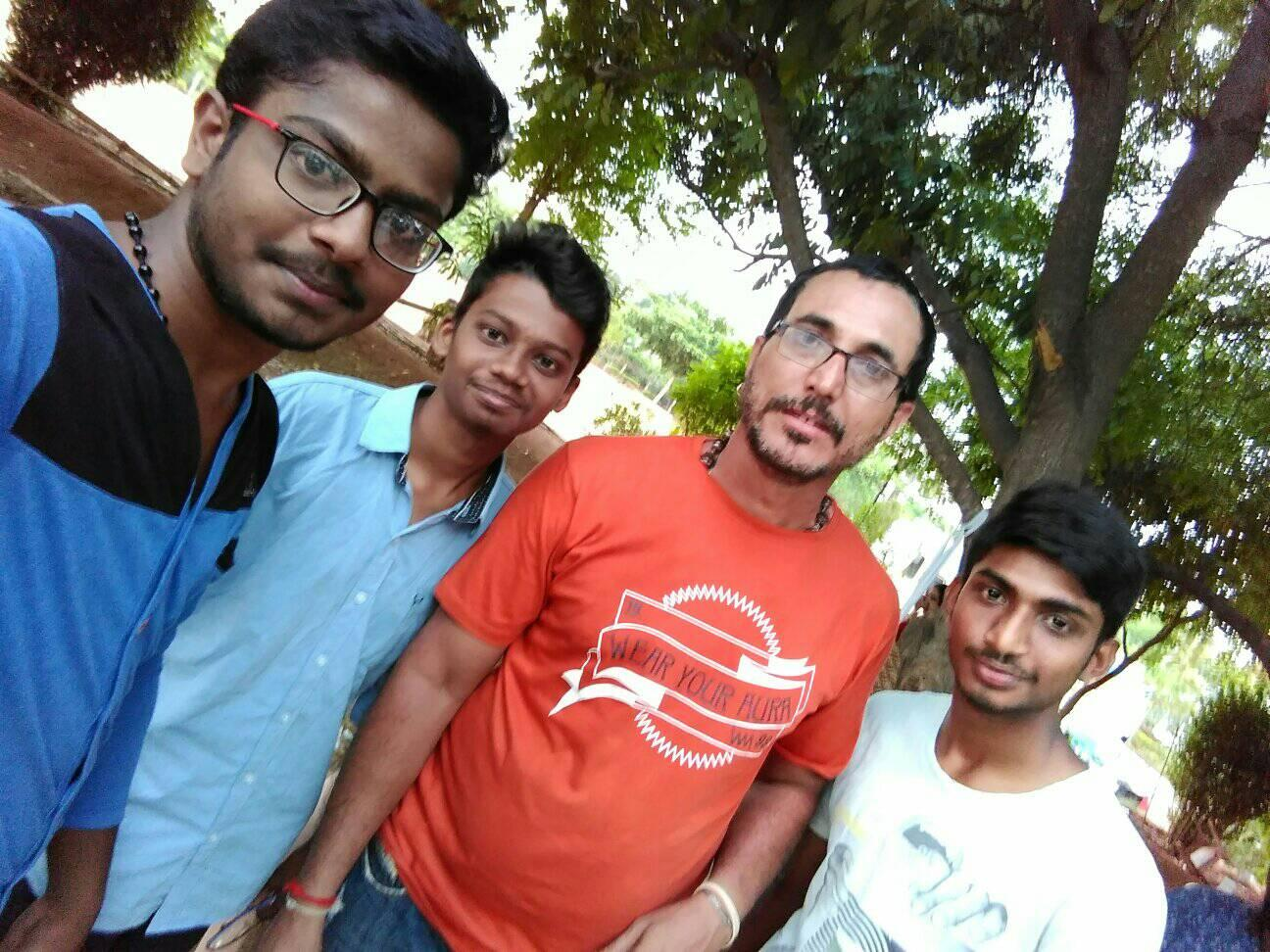 Satya Prakash With Fans   Picture 5