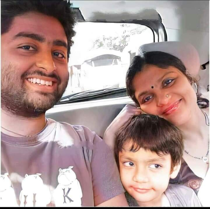 Arijit Singh Rare Unseen, Family, Personal Photos | Picture 19