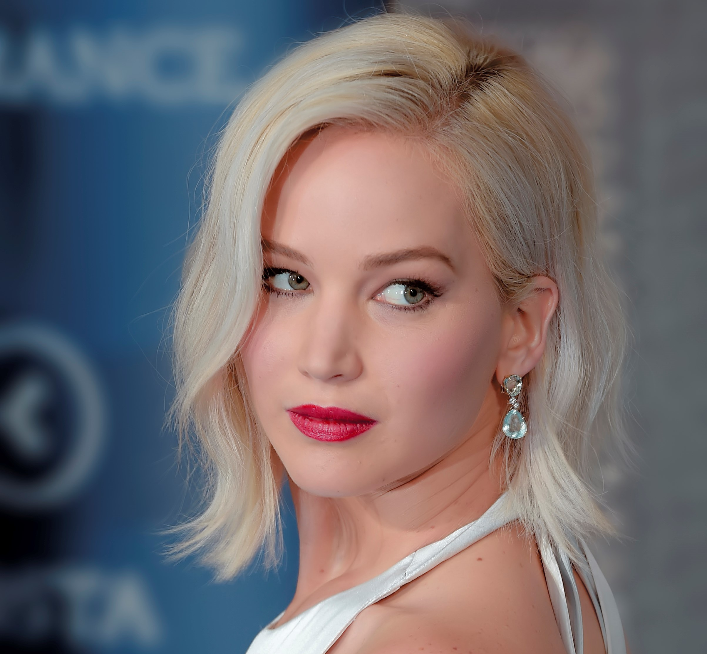 Jennifer Lawrence Biography – Early Life, Movies, Awards, Family & Net Worth